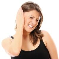 Боль в ухе - как определить, простуда это или отит?