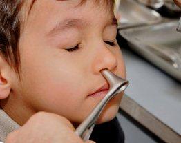 Посторонний предмет в носу: первая помощь