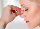 Як слизова оболонка носа захищає організм від бактерій?