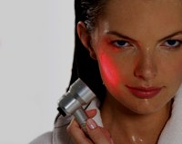 Домашний световой «пистолет» помогает бороться с неприглядным акне