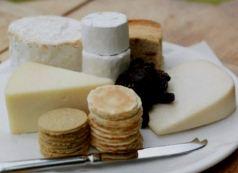 Сыр помогает предотвратить кариес