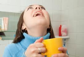 Полоскание горла зеленым чаем поможет бороться гриппом