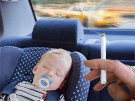 Курение родителей в автомобиле подвергает детей негативному воздействию табачного дыма