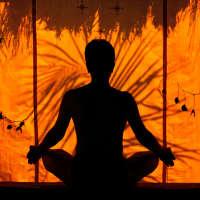 Медитация может помочь при боли в спине