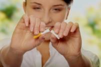 Курящие женщин в постменопаузе чаще теряют зубы из-за пародонтоза