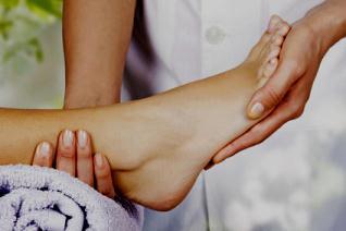 Рефлексология: древняя техника массажа ног может облегчить симптомы рака