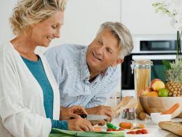 Много фруктов и овощей в рационе помогают человеку быть более привлекательным