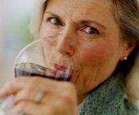 Бокал вина в день не влияет на шансы женщины излечиться от рака молочной железы